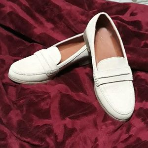 Universal threads loafers